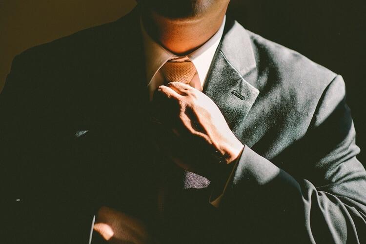 ビジネスプロフィールに適した表情とは?プロがアドバイスします3