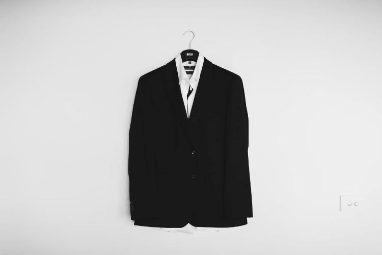 男性のビジネスプロフィール写真に着るスーツの選び方やおすすめを紹介1