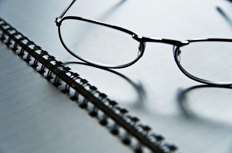 ビジネスプロフィール写真に適した眼鏡の選び方や注意点を解説1