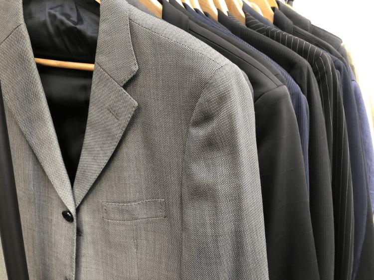 男性のビジネスプロフィール写真に着るスーツの選び方やおすすめを紹介4