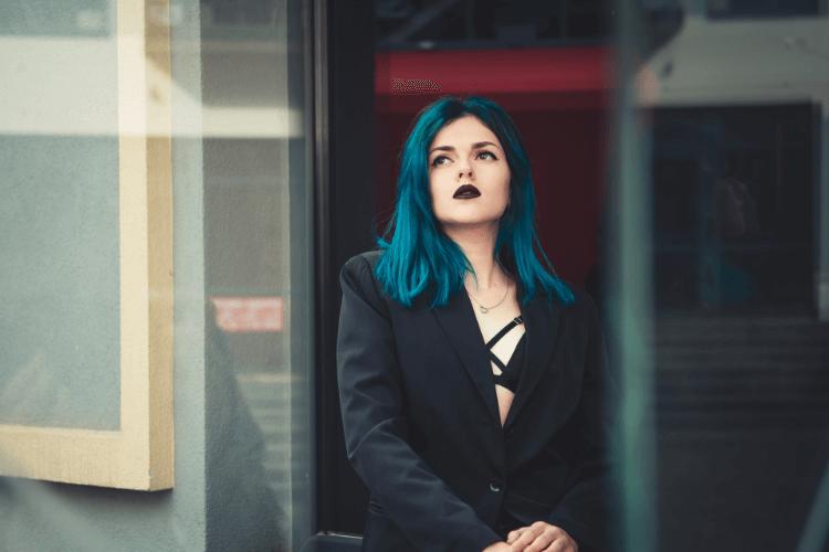 女性がビジネスプロフィール写真で着るブラウスの選び方のポイントを紹介1