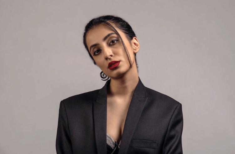 【プロが解説】ビジネスプロフィール写真で女性にふさわしい服装を解説3