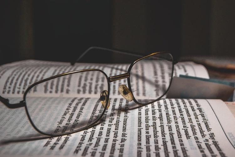 ビジネスプロフィール写真に適した眼鏡の選び方や注意点を解説2