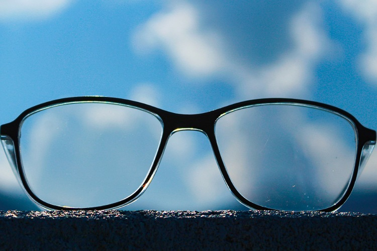 ビジネスプロフィール写真に適した眼鏡の選び方や注意点を解説3
