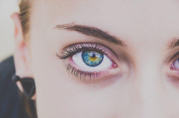 ビジプロ写真の眉メイクはどうする?眉メイクのコツとアイテムの選び方を紹介